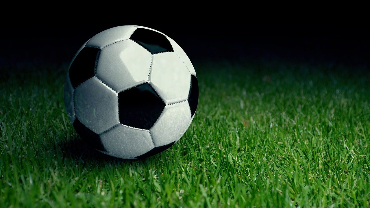 Искусственное футбольное поле уложат в Красногорском