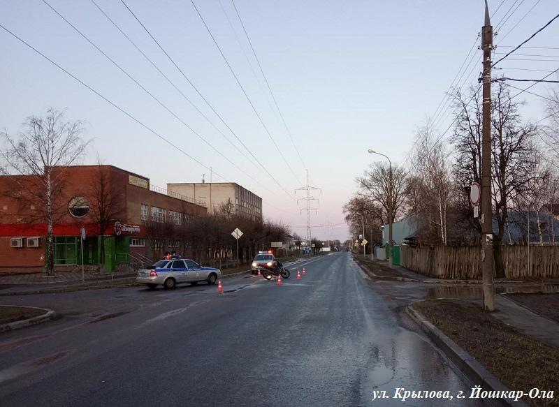 В Йошкар-Оле пьяный бесправник на мотоцикле не справился с управлением и опрокинулся