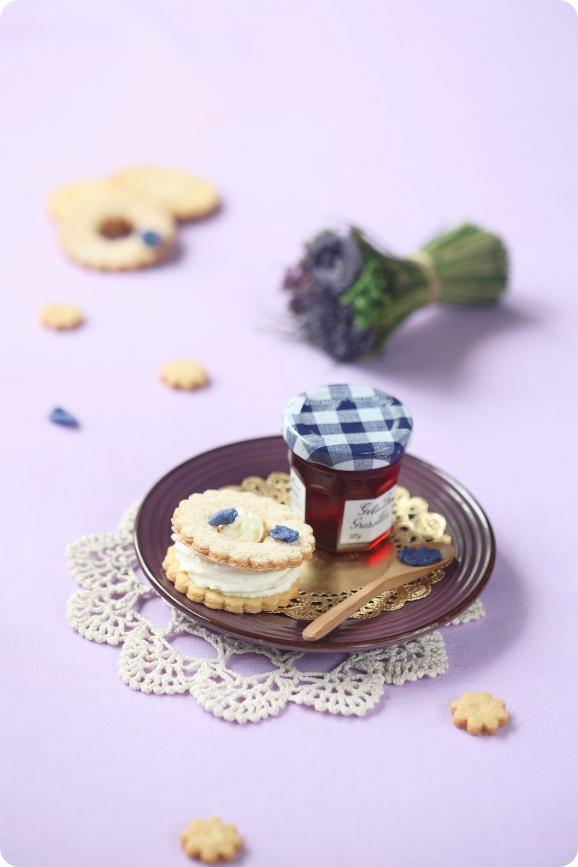 Печенье с фиалковым кремом, изображение №2
