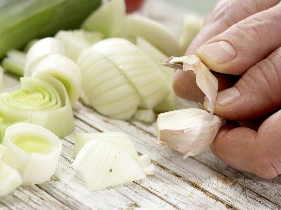 Суп из лобстера с луком-пореем и помидорами, изображение №7