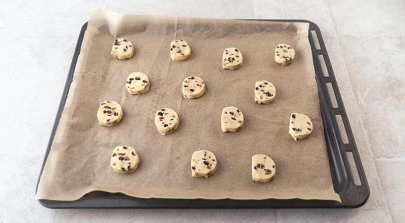 Нежное рассыпчатое песочное печенье с шоколадом, изображение №2