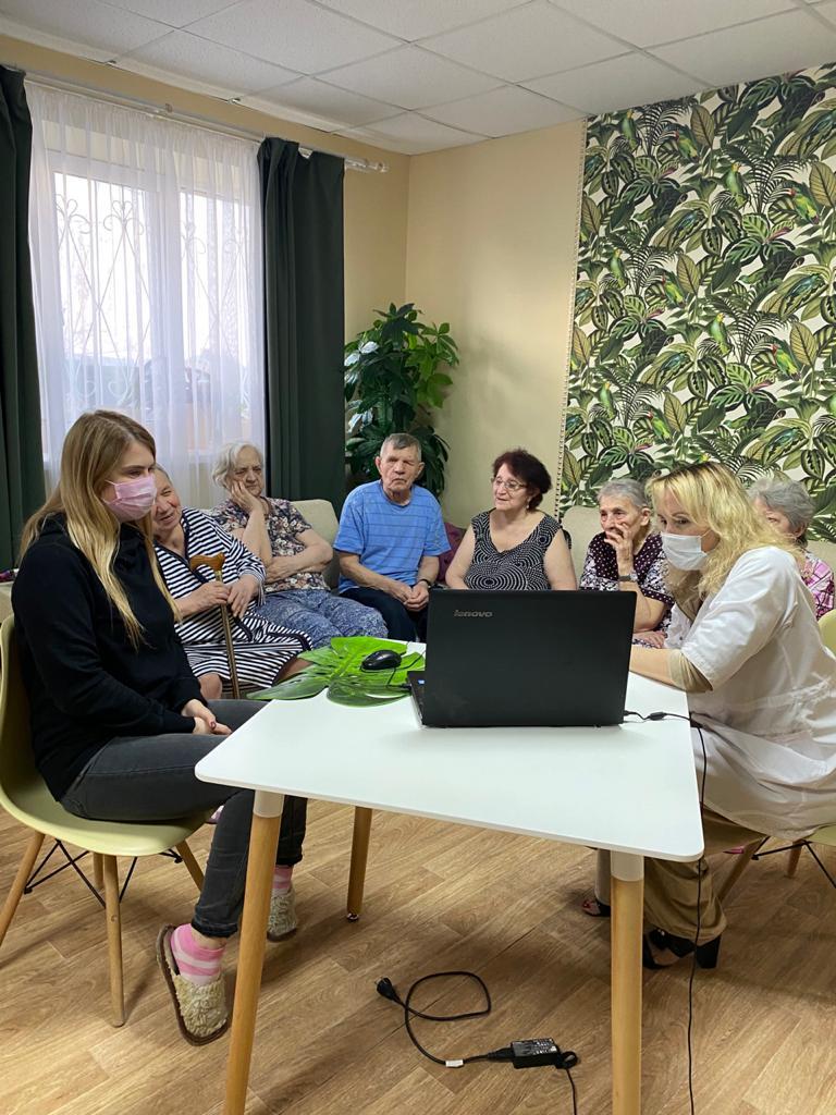 Татарстанцы стали участниками проекта «Бабушка Онлайн» с писателем Дмитрием Быковым, изображение №2
