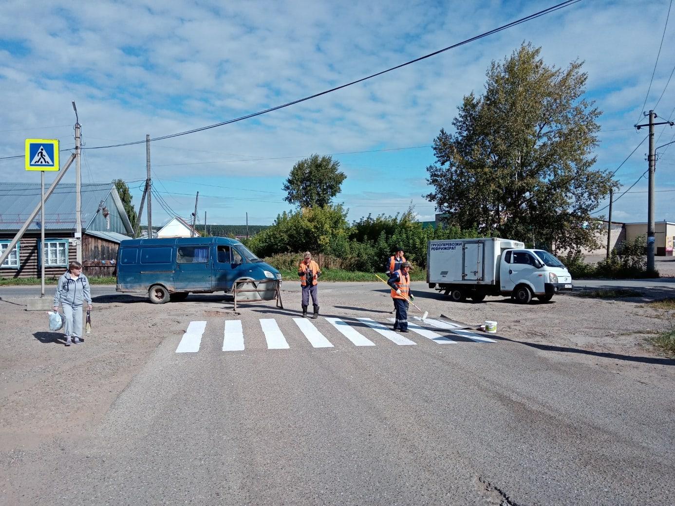 Сегодня дорожники начали работы по устройству пешеходных переходов на перекрёстке ул. Луговая и пер. Базовый.