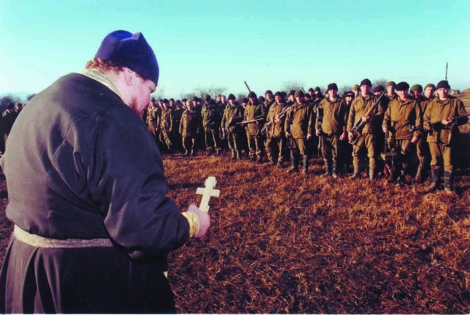 Армия не была готова воевать. Прибывали из разных округов сводные батальоны, даже экипажи кораблей Тихоокеанского, Балтийского флотов. Фото: Владимир ВЕЛЕНГУРИН
